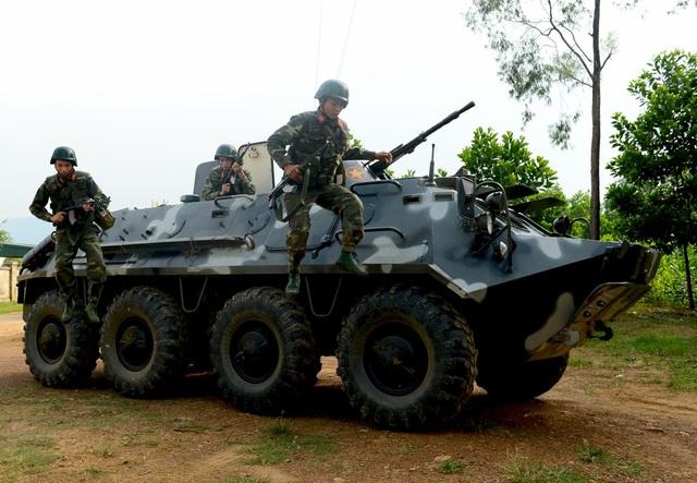 """Bộ đội đặc công lấy họng """"chọi"""" mũi giáo, dùng răng kéo ô tô - 6"""