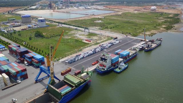 Cảng Chu Lai có thể đón cùng một lúc 3 tàu vận tải 2 vạn tấn