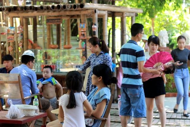 Nhiều địa điểm tham quan của Hội An như rừng dừa Bảy Mẫu, làng gốm Thanh Hà… thu hút đông đảo du khách