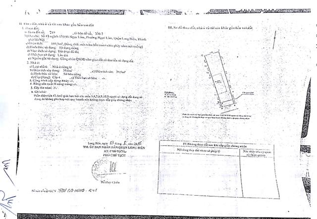 Thế nhưng, ngày 3/8/2016, UBND quận Long Biên đã cấp sổ đỏ gồm cả phần diện tích đang tranh chấp với nội dung làm ngõ đi chung cho thửa đất số CE 023207.