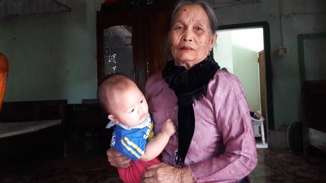 Cụ Dương Thị Thành khẳng định đây là lối đi riêng mà bố mẹ, ông bà đã tự xây dựng tôn tạo sử dụng từ trước đến nay.