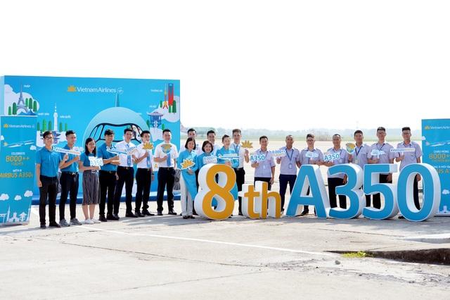 Vietnam Airlines chào đón hành khách trên máy bay Airbus A350 thứ 8 mới nhất của hãng, đánh dấu hơn 8000 chuyến bay được khai thác bằng dòng máy bay hiện đại bậc nhất thế giới.