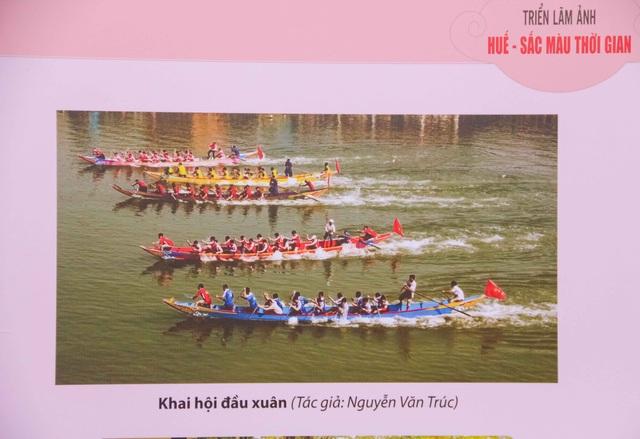 Đua thuyền trên sông Hương xưa và nay là một trong những lễ hội chào đón năm mới