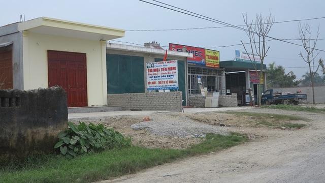 Diện tích khu vực Rú Soi thuộc quyền quản lý sử dụng của ông Sơn nhưng sau đó lại được UBND xã Quỳnh Lâm phân lô bán cho các hộ dân khác sinh sống, làm nhà kiên cố.