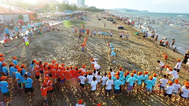 Ban tổ chức chương trình đưa gần 1.300 đại biểu từ Hà Nội đến Cửa Lò.