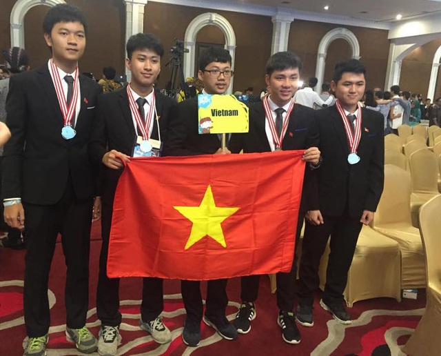 Các em học sinh Việt Nam đạt giải lớn tại kỳ thi Olympic Toán quốc tế diễn ra tại Brazil vừa qua.