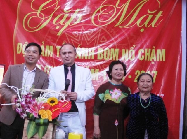 Vợ chồng ông bà Nguyễn Thị Thanh-Erdan Aubakirova tại buổi gặp mặt.