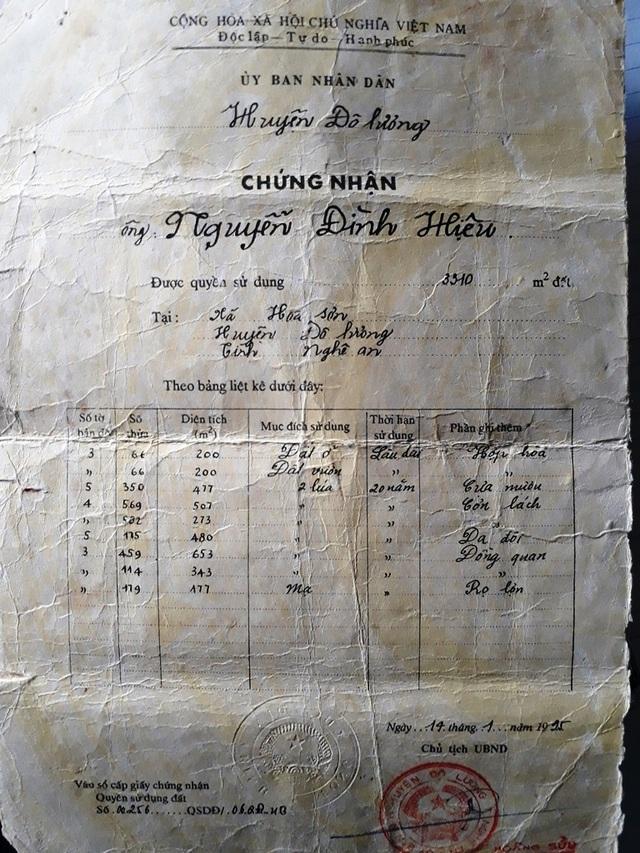 Giấy chứng nhận quyền sử dụng đất của gia đình ông Hiệu tại lô số 66, xóm Hiệp Hòa, xã Hòa Sơn, huyện Đô Lương được UBND huyện cấp năm 1995.