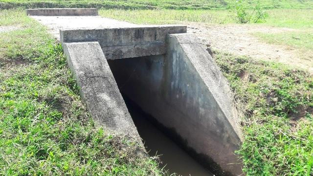 Đây là chiếc cống nội đồng do UBND xã thi công theo lời ông Thái nó có trị giá 33 triệu đồng.