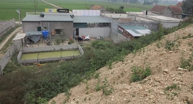 """Các hộ dân sinh sống ở khu vực Rú Soi không ngừng mở rộng diện tích đất xâm lấn vào khu vực quản lý của gia đình ông Sơn trước sự """"bất lực"""" của chính quyền địa phương."""