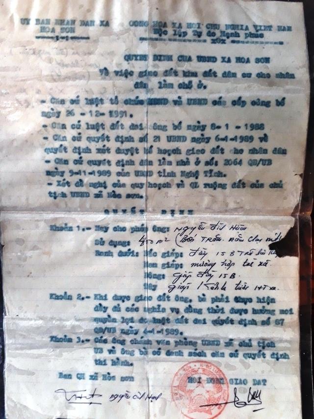 Quyết định cấp lô đất số 66, xóm Hiệp Hòa cho ông Nguyễn Đình Hiệu do UBND xã Hòa Sơn ký năm 1990.