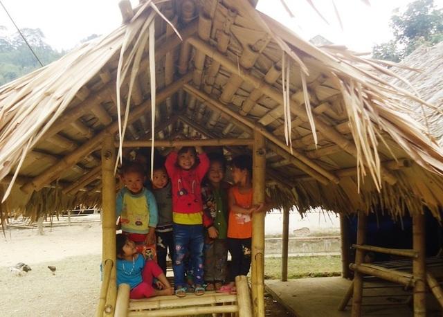Học sinh Mầm non miền núi học hành trong điều kiện thiếu thốn