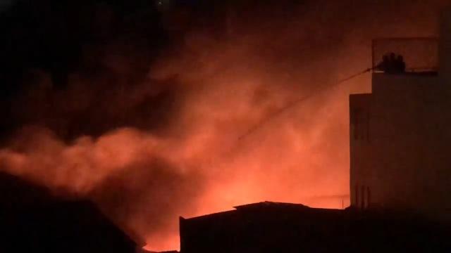 Xưởng nhựa ở Sài Gòn bùng cháy dữ dội - 3