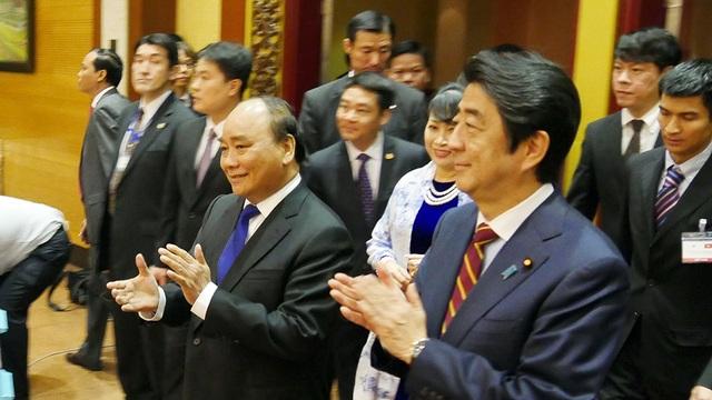 Thủ tướng Nhật được chiêu đãi cơm rang, ngọn su su xào tại Hà Nội - 3