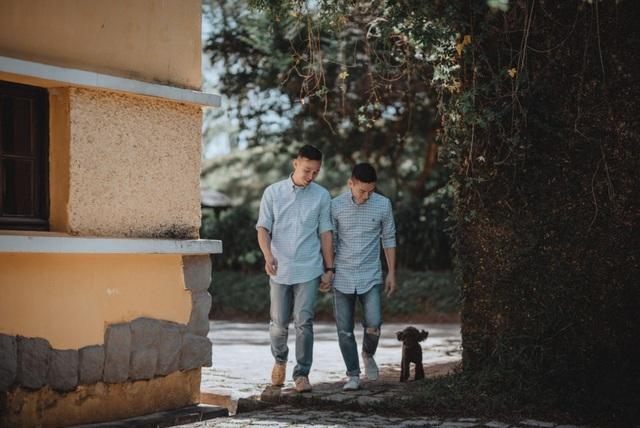 Có lẽ, vì thế mà cuộc sống của Adrian Anh Tuấn và Sơn Đoàn lại tràn ngập những màu sắc thú vị. Họ yêu thích du lịch, thích khám phá những chân trời mới, không ngại xê dịch để tận hưởng cuộc sống.