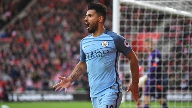 Sergio Aguero ở lại Man City