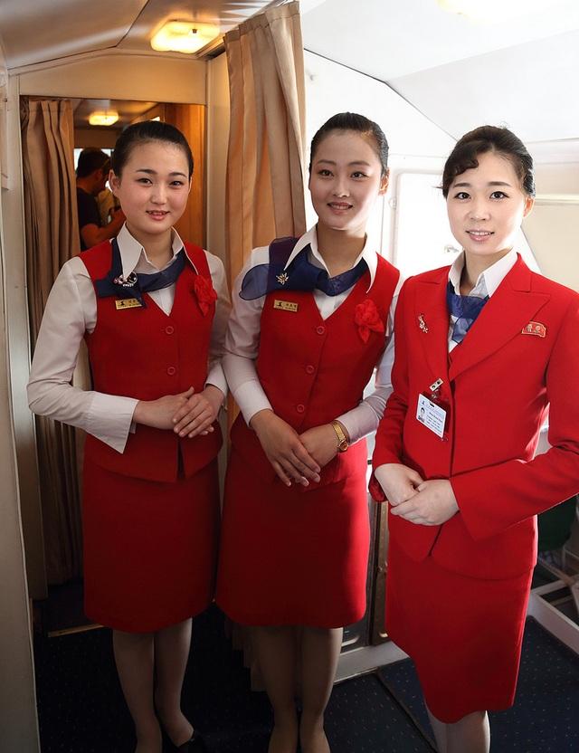 Nữ tiếp viên hàng không Air Koryo trong đồng phục mới