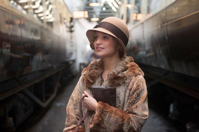 Alicia Vikander, 29 tuổi, người Thụy Điển, trở thành sao hạng A nhờ vai người vợ chịu đựng hết lòng yêu thương người chồng đồng tính của mình trong phim Cô gái Đan Mạch. Cô đã giành giải Oscar và giải SAG cho vai diễn này