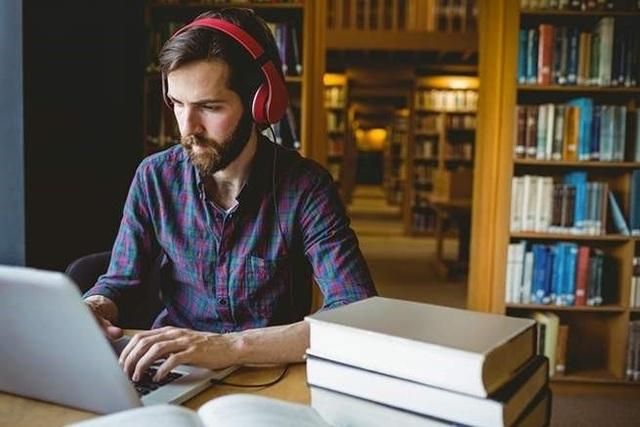 Âm nhạc chỉ giúp bạn tập trung nếu bạn đang làm đúng loại công việc - 1