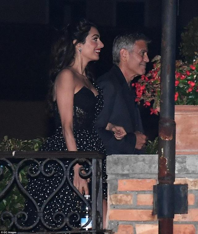 """Vợ George Clooney lấy lại dáng thon """"đáng kinh ngạc"""" sau khi sinh con 2 tháng - 13"""