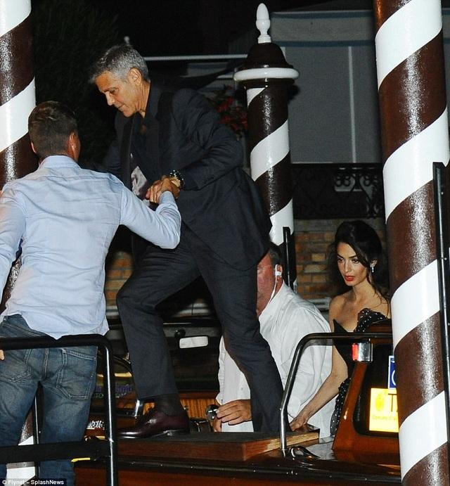Hai vợ chồng George còn tham dự LHP quốc tế Venice năm 2017 đợt này. Bộ phim mới của gã đầu bạc điển trai cũng được giới thiệu trong thời gian này.