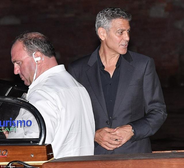 """Vợ George Clooney lấy lại dáng thon """"đáng kinh ngạc"""" sau khi sinh con 2 tháng - 15"""