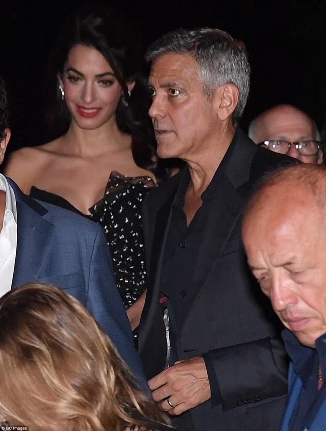 """Vợ George Clooney lấy lại dáng thon """"đáng kinh ngạc"""" sau khi sinh con 2 tháng - 4"""
