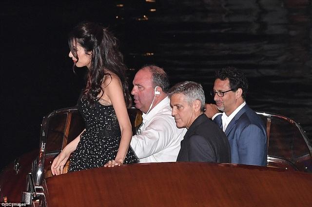"""Vợ George Clooney lấy lại dáng thon """"đáng kinh ngạc"""" sau khi sinh con 2 tháng - 8"""