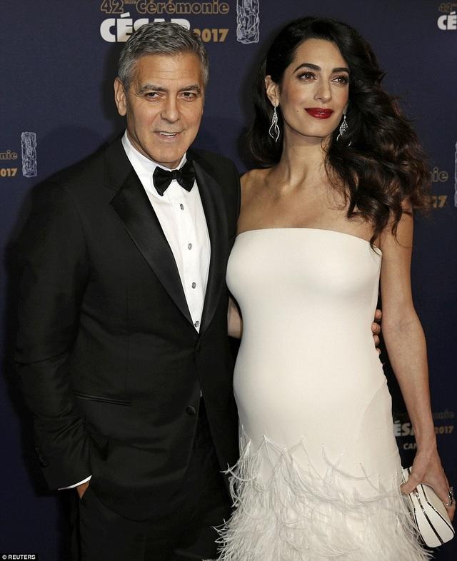 Clooney được trao giải César danh dự trong sự kiện và khi lên phát biểu, ông nói lời cảm ơn vợ, chưa có một ngày nào anh không tự hào được làm chồng của em.