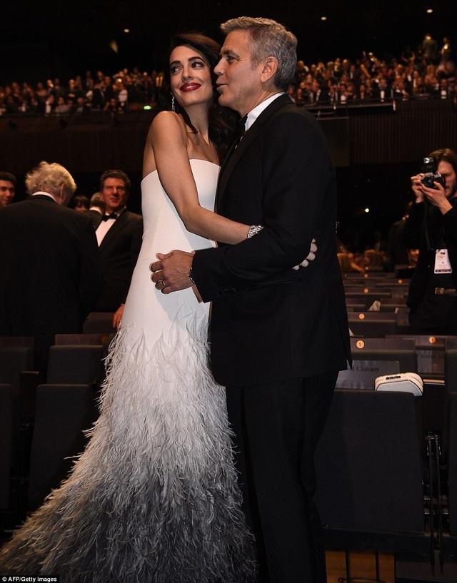 Amal Clooney chính là người làm thay đổi suy nghĩ của nam diễn viên từng giành giải Oscar này. Cặp đôi kết hôn bí mật cách đây gần 3 năm