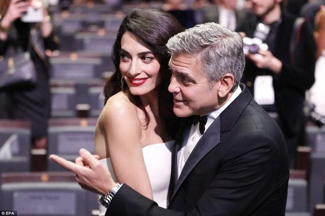 George Clooney đưa vợ cùng dự các sự kiện lớn nhỏ thời gian qua. Ông cũng đóng phim ít hơn để dành thời gian cho gia đình.