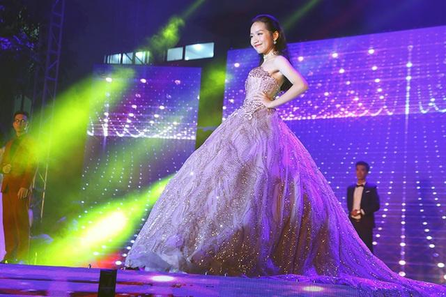 Thí sinh top 3 Nguyễn Thị Bằng Linh khoe nét đẹp tuổi 16 đầy sức sống