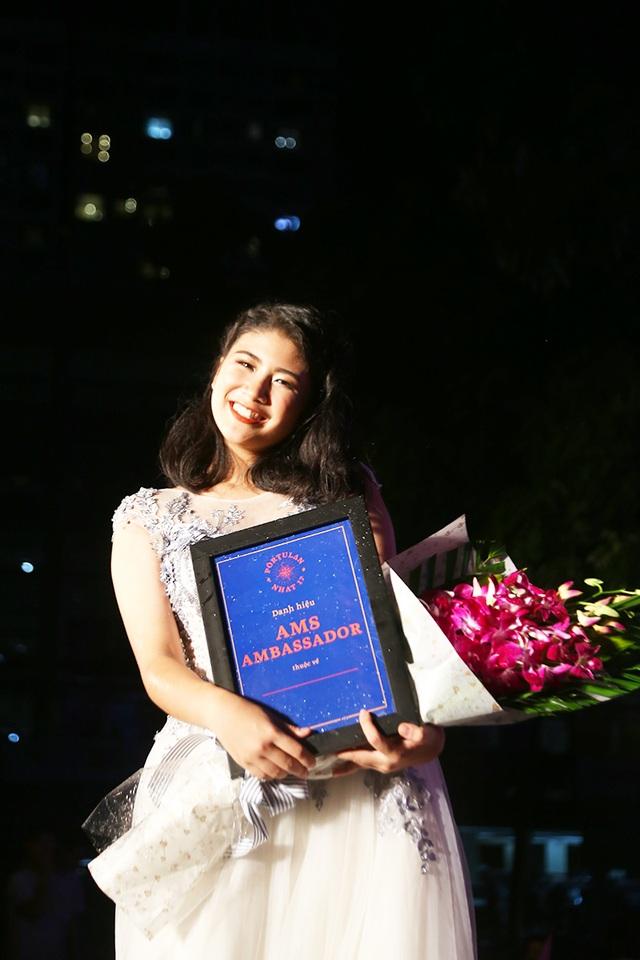 Quỳnh Trang được xướng lên cho ngôi vị cao nhất cuộc thi. Tại trường Chuyên Hà Nội – Amsterdam, Quỳnh Trang luôn được biết đến là một nữ sinh xinh đẹp, đa tài và có thành tích học tập đáng nể