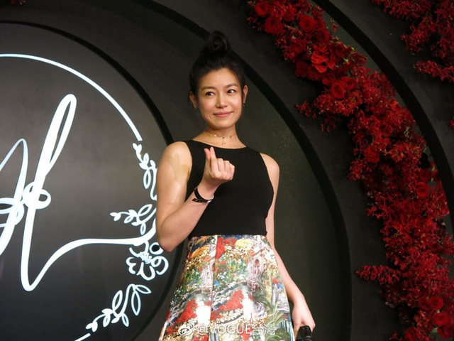 Nữ diễn viên Trần Nghiên Hy cũng tới chúc phúc cho người đồng nghiệp xinh đẹp.