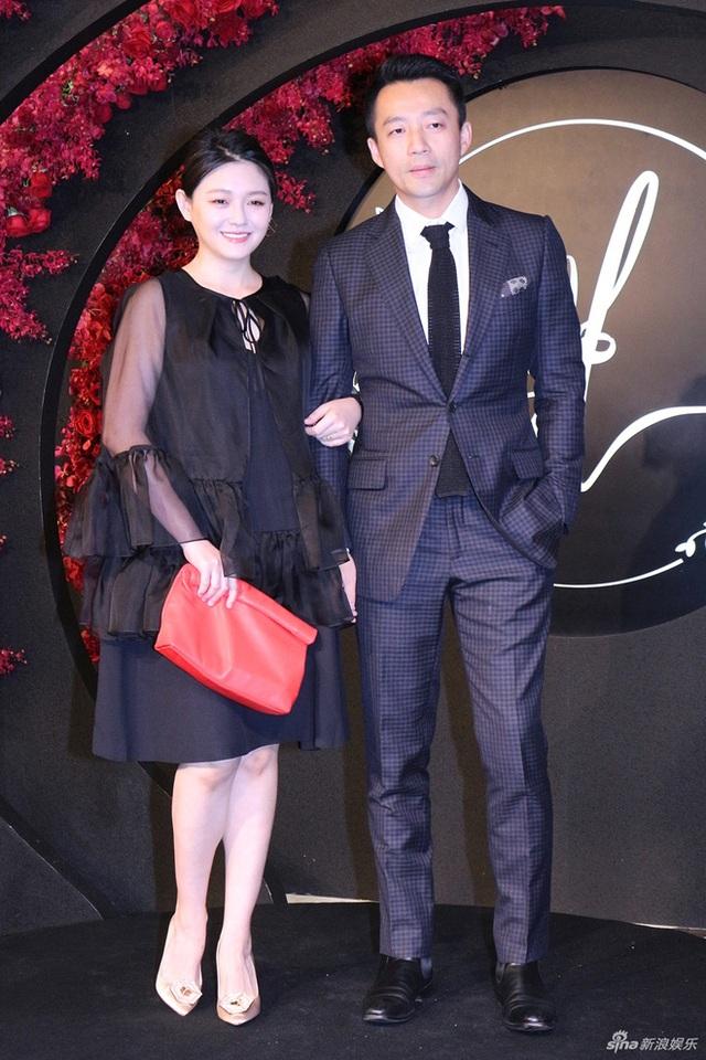 Vợ chồng Từ Hy Viên cũng là khách mời của hôn lễ.