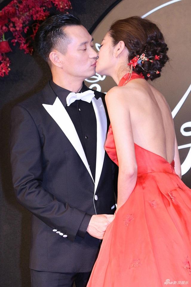 An Dĩ Hiên và chồng, đại gia Macau, tổ chức tiệc cưới lần thứ hai tại Đài Loan, vào ngày hôm nay 23/6. Trước đó, họ đã có hôn lễ tại bờ biển ở nước ngoài.