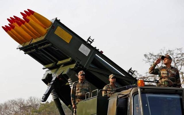 Kho vũ khí đạn dược của Ấn Độ được cho là chỉ đủ dùng trong 10 ngày nếu xảy ra chiến tranh. (Ảnh: India Today)