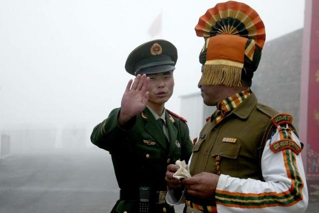 Binh sĩ Trung Quốc và Ấn Độ ở khu vực biên giới chung (Ảnh: AFP)