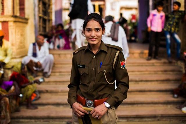 Cô gái người Ấn Độ