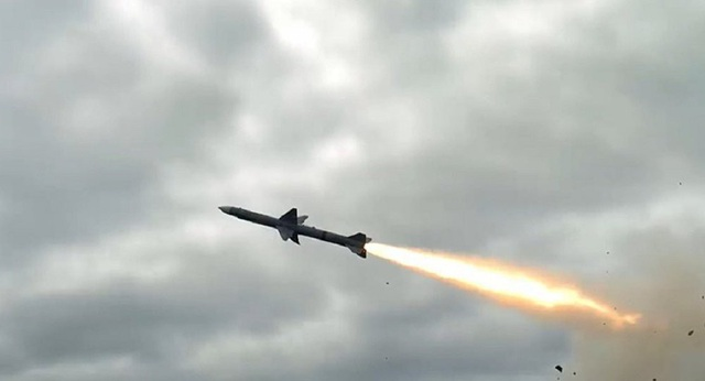 Một tên lửa đất đối không tầm trung của Ấn Độ hợp tác sản xuất với Israel. (Ảnh minh họa: Youtube)