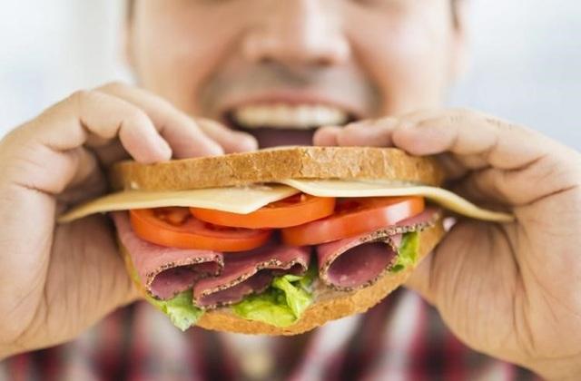 Tác hại khôn lường của việc đi ăn một mình - 1