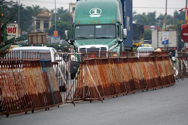 Một đoạn rào sắt khác ở gần đền Trần.