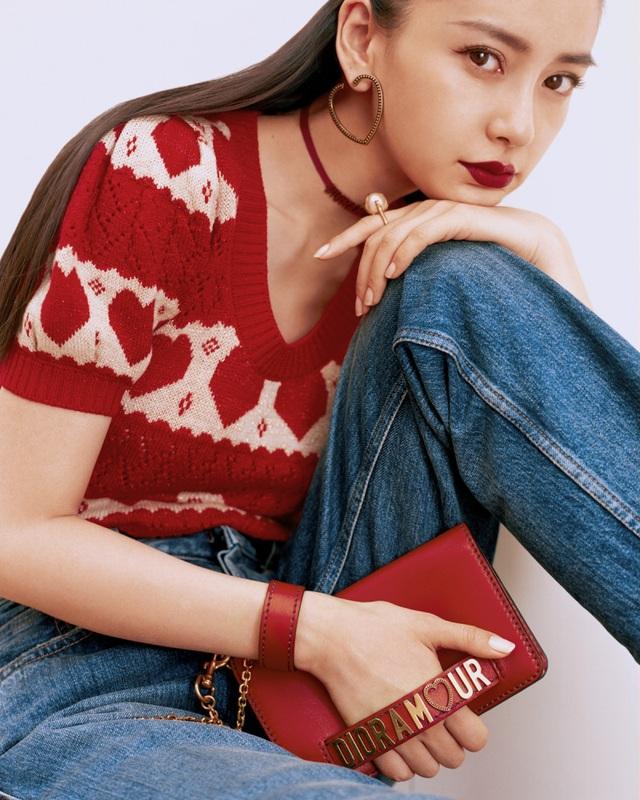Angelababy là một những nữ diễn viên nổi tiếng và được yêu thích nhất tại châu Á. Cô sở hữu vẻ đẹp lai hoàn hảo.