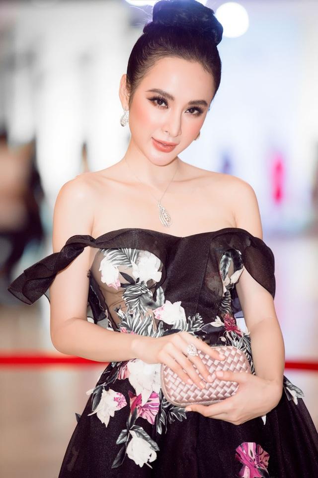 Nữ diễn viên vừa hoàn tất các phân đoạn cuối cùng của phim Glee Việt Nam và đang tiếp tục bắt đầu vào chuỗi quảng bá Glee tại các trường Đại học lớn trên cả nước.