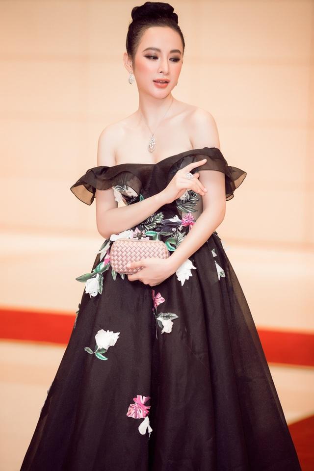 Nữ diễn viên táo bạo làm mới hình ảnh nhân vật Quin của phiên bản Mỹ và mang một Hạ Quyên hoàn toàn mới lạ, thuần Việt và mạnh mẽ hơn trong phiên bản Việt.