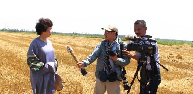 Bà Thái Hương trả lời phỏng vấn VTV thường trú tại Nga, trong lần đầu tiên đi khảo sát đầu tư trồng cỏ nuôi bò và chế biến sữa tại Liên bang Nga