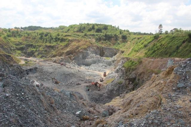 Một mỏ khai thác đá tại địa bàn xã Phước Tân, TP. Biên Hòa