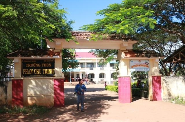 Trường THCS Phan Chu Trinh nơi xảy ra vụ việc