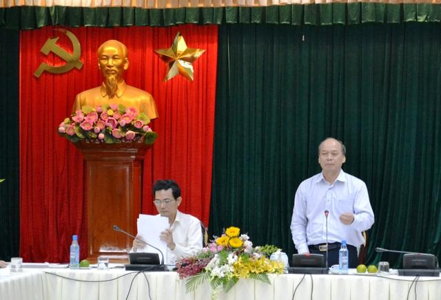 Thứ trưởng Bộ NN- PTNT Vũ Văn Tám phát biểu tại buổi làm việc tìm giải pháp giải cứu người nuôi heo chiều 27/4.