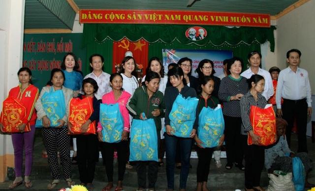 Công ty Việt Sin tham gia cùng đoàn từ thiện Quỹ học bổng Vừ A Dính tặng quà tết cho đồng bào nghèo tỉnh Bình Phước